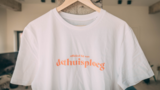 Thuis - Wit 'Officieel lid' T-shirt